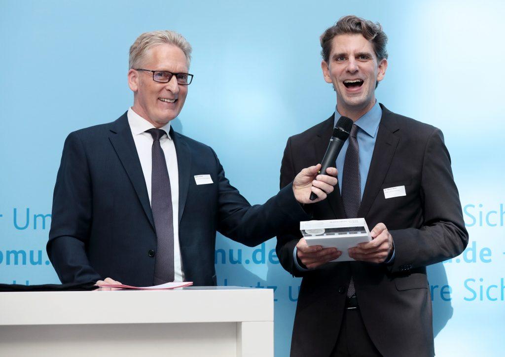 Kurzinterview des Rhein-Hunsrück-Kreises, v.l.n.r.: Sönke Nissen (Geschäftsführer der IPR), Dr. Marlon Bröhr (Landrat des Rhein-Hunsrück-Kreises), Foto: Foto Kirsch